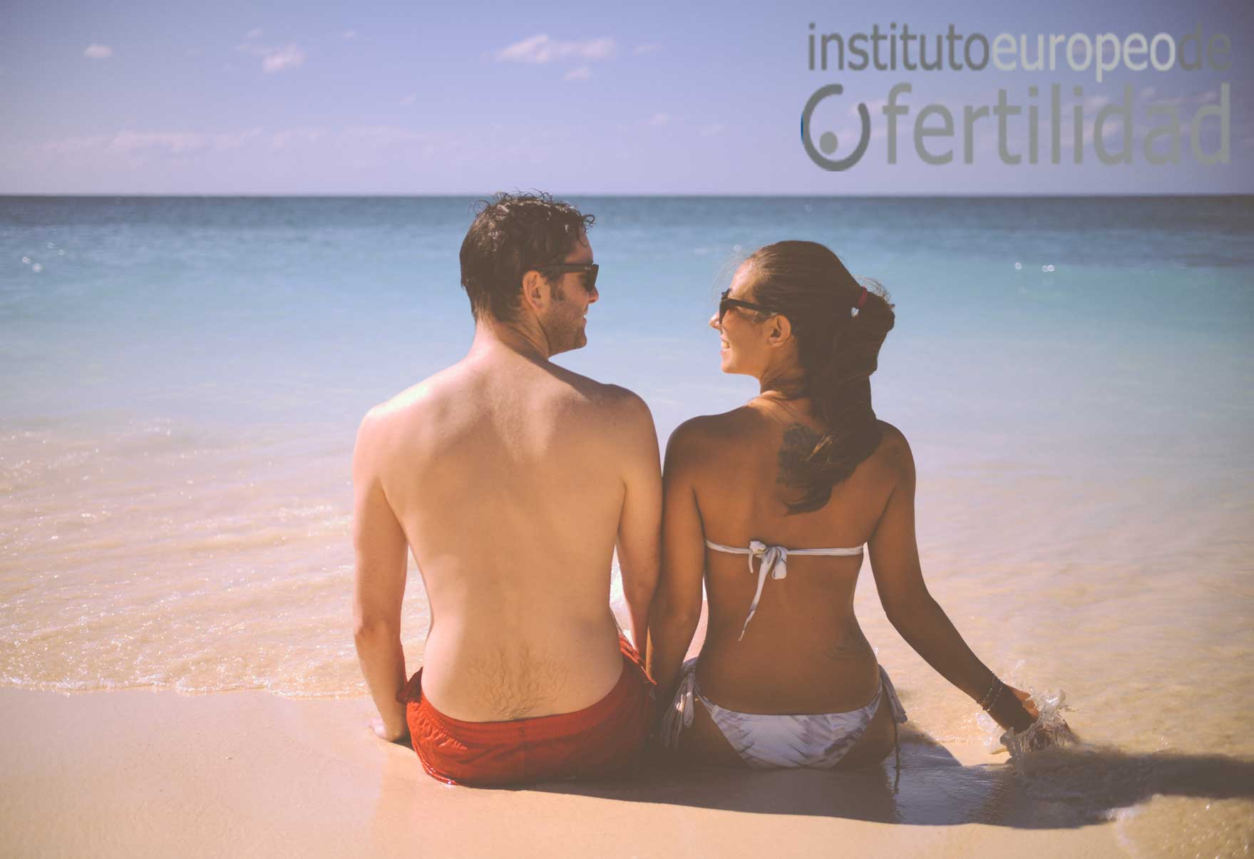 instituto-europeo-de-fertilidad-pareja-playa-retraso-embarazo.jpg